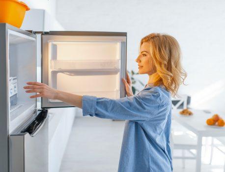 Какъв хладилник с фризер да си купя? Отговарят ТехноАрена