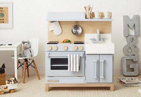 6 учебни цели на играта с дървена детска кухня